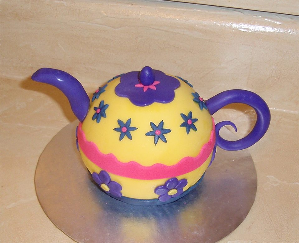 Tea Pot Mini Cake.jpg