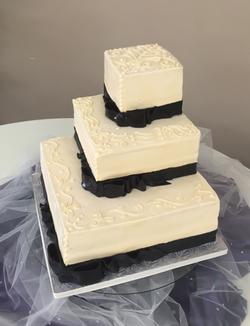 Wedding Cake Offset Ivory Square.png