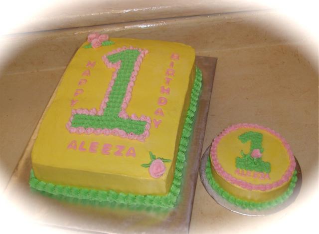 1st birthday w smash cake.png