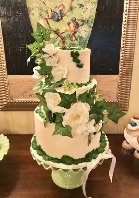 #greeneryweddingcake #moss