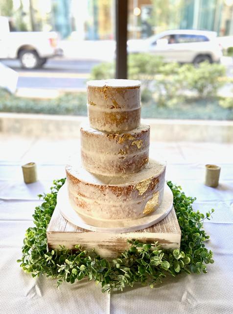 Semi-Naked Cake; Naked Cake