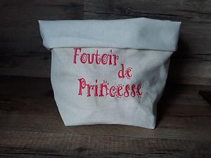 Vide_poche_brodé_foutoir_de_princesse_le
