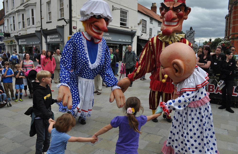 Giant Punch and Judy by Walking Tall, Photo by Mark Eve
