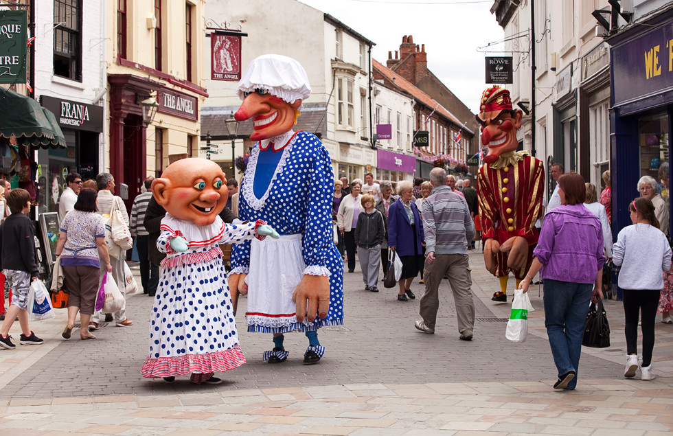 'Giant Punch & Judy' by Walking Tall, Photo by Gary Morrison