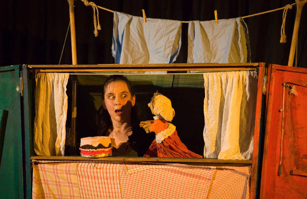 old Mother Hubbard by Garlic Theatre, Photo by Gary Morrison