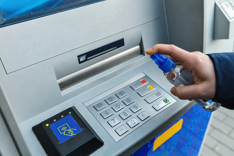 Desinfektion eines Geldautomats