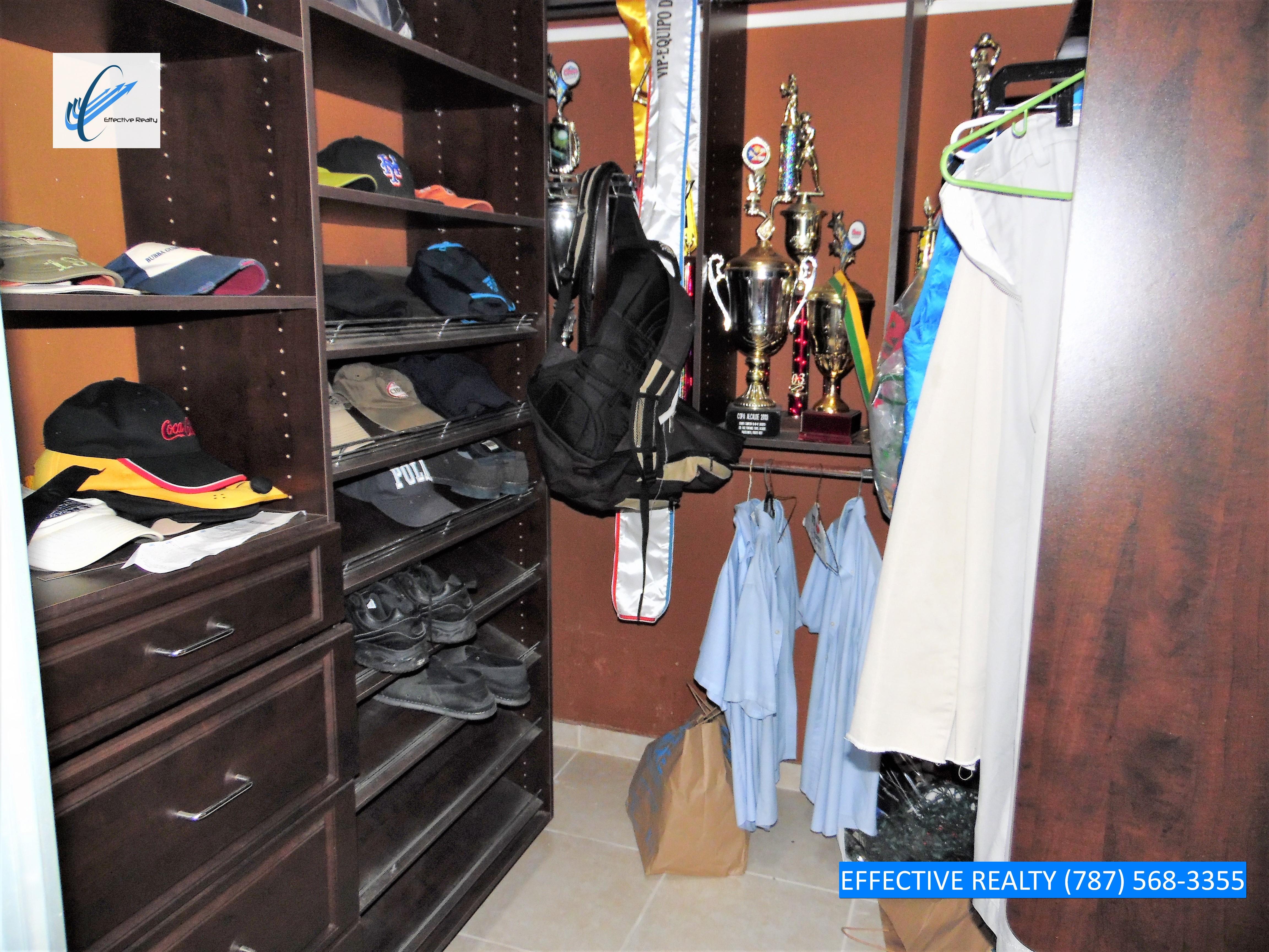 Walk-in Closet 2
