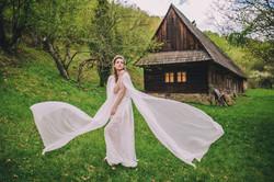 svadobné šaty s tradičnou čipkou