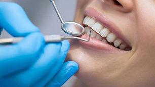 TrysilTannlegene - Hull i tennene.jpg