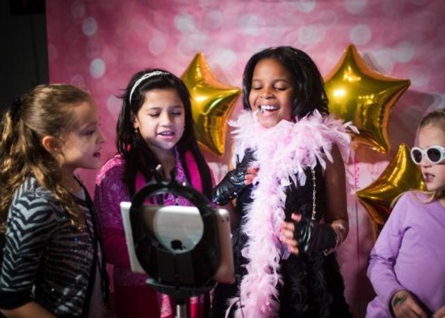 Black_Pink_and_Gold_Pop-_Star_Birthday-P