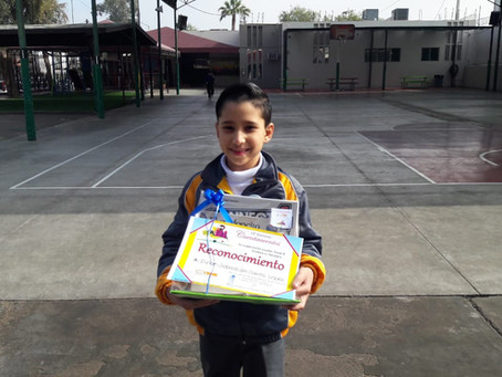 Excelente Participación de Dylan Carrillo en el Concurso Cuentacuentos a nivel Zona.