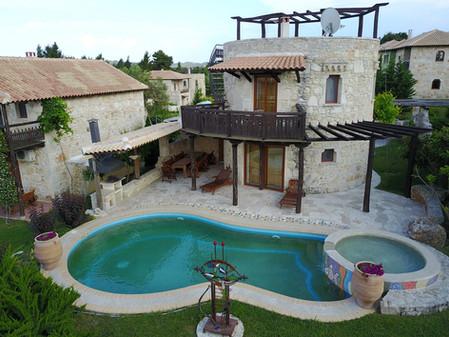 Milos pool
