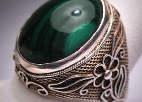 Por que usar uma pedra de anel é benéfico para os muçulmanos?