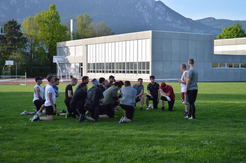 Solothurn Ducks American Football Huddle