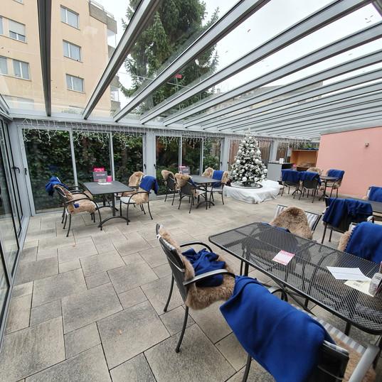 Cafe Knaus Verglasung Innen links.jpg