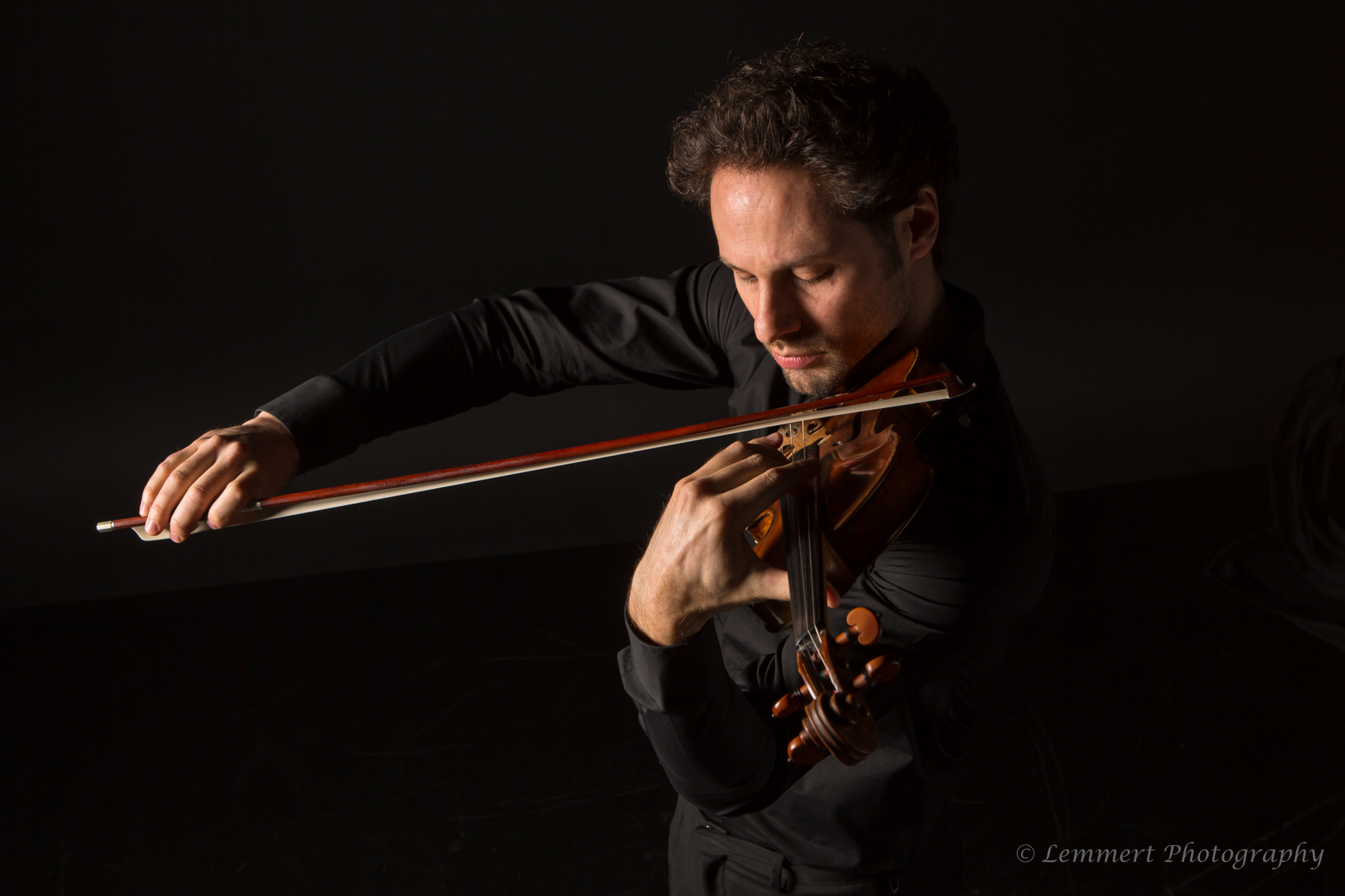 Wim Spaepen playing violin