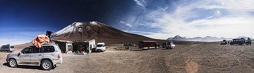 Essa é uma foto panorâmica de um posto aduaneiro na fronteira da Bolívia e o Chile, o mais surreal que eu já passei