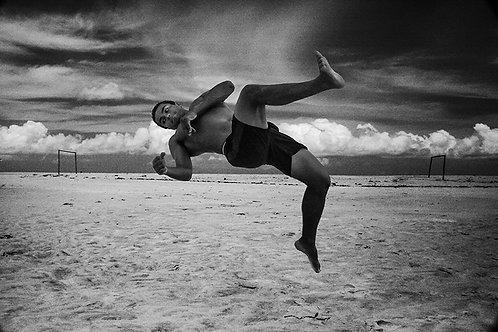 Fotografar os meninos jogando capoeira na Praia dos Nativos, em Trancoso no final da tarde sempre foi um grande prazer