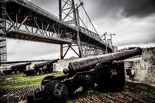 Ponte Hercílio Luz vista do Forte Sant'ana e seus canhões...