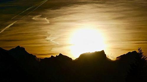 Le soleil se couche derrière le Grammont