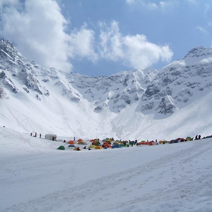 雪の涸沢・奥穂高登頂