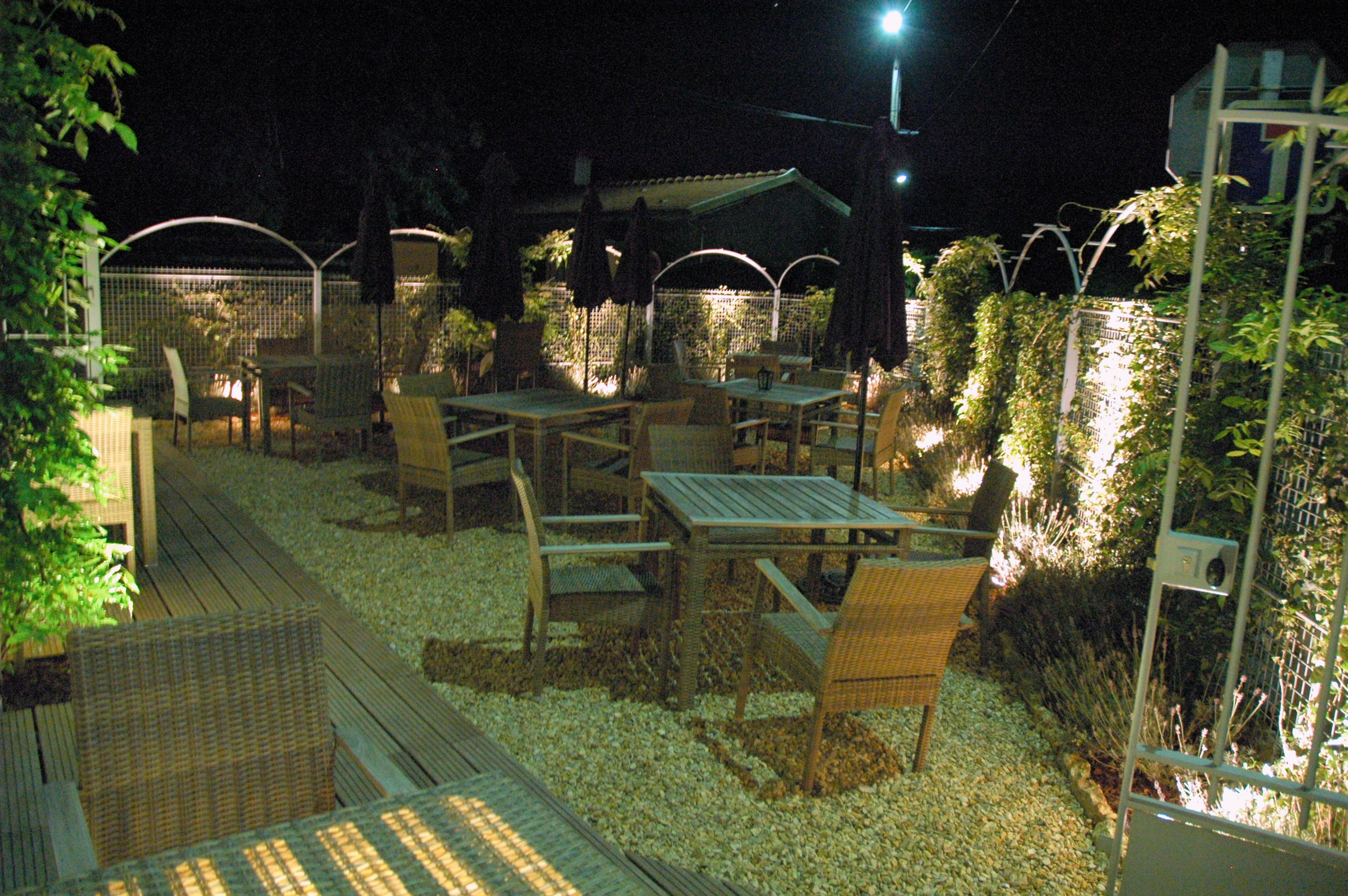 terrasse glycine la nuit
