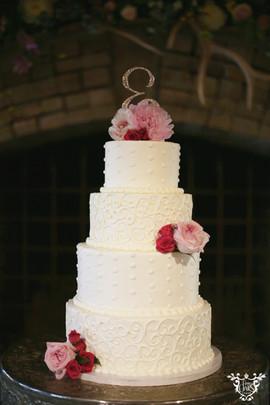 Cake: Ms. Laura's Cakes | Linen is navy sequin