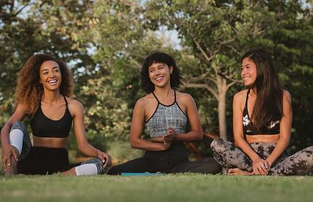 Séance de yoga entre amies Paris