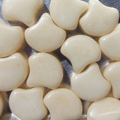7.5x7.5mm 2-Hole Ginko Chalk Beige Luster