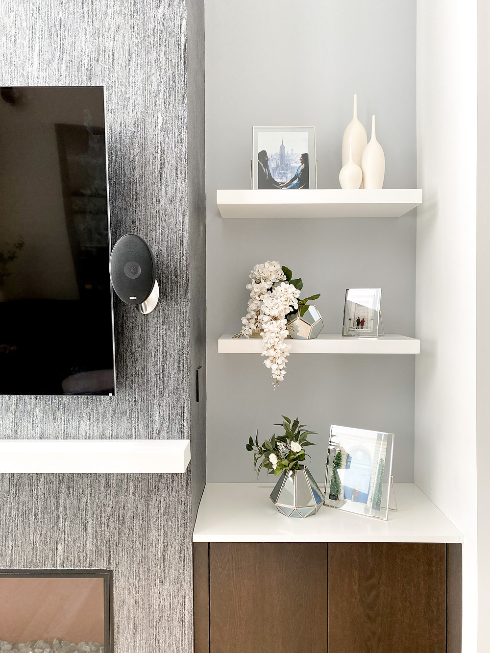 Easy Breezy Modern Minimalist Shelf Styling For The Summer Months #summerstyle #homedecor