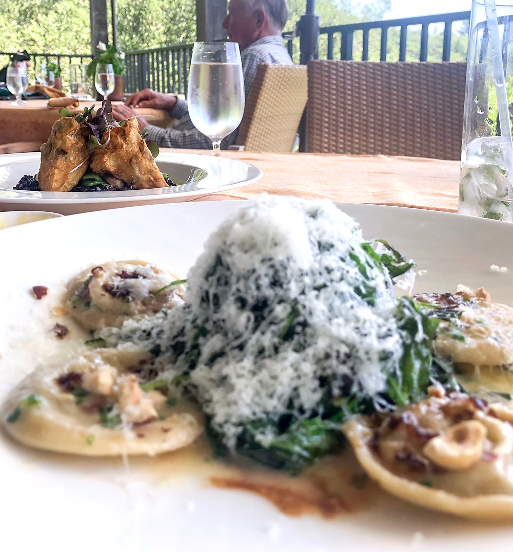 Looking to plan a honeymoon, weekend getaway, bachelorette party or a girls trip in Napa Valley? This ultimate restaurant and hotel guide is perfect for you! Click through to view more photos! #napavalley #foodieguide #michelinstar