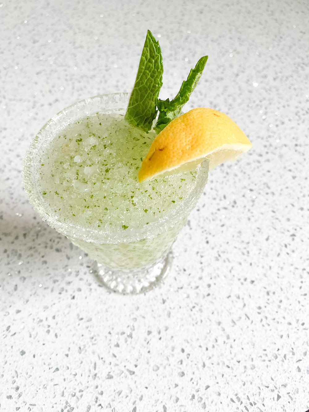 The Perfect Summer Sip: A Delicious Mint Lemonade #summerdrinks #summerrecipes #drinkrecipes
