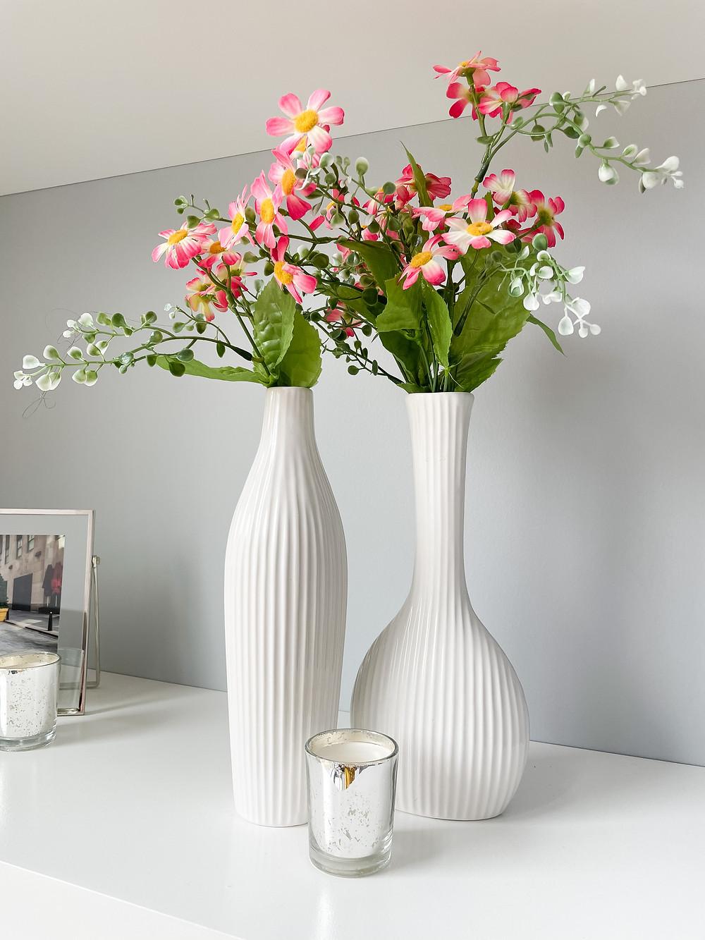 Modern Floral Touches For Spring. #hometour #springdecor #springdecoratingideas