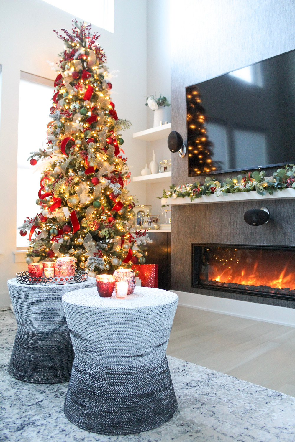 Walking In A Winter Wonderland Holiday Home Tour. #christmas #holidaydecorating #bhghowiholiday