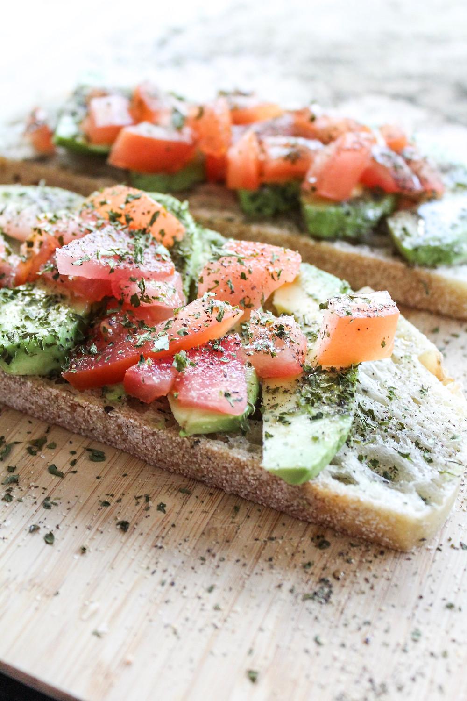 5 Minute Avocado Toast Recipe. #avocadotoast #easybreakfast #simplebreakfast