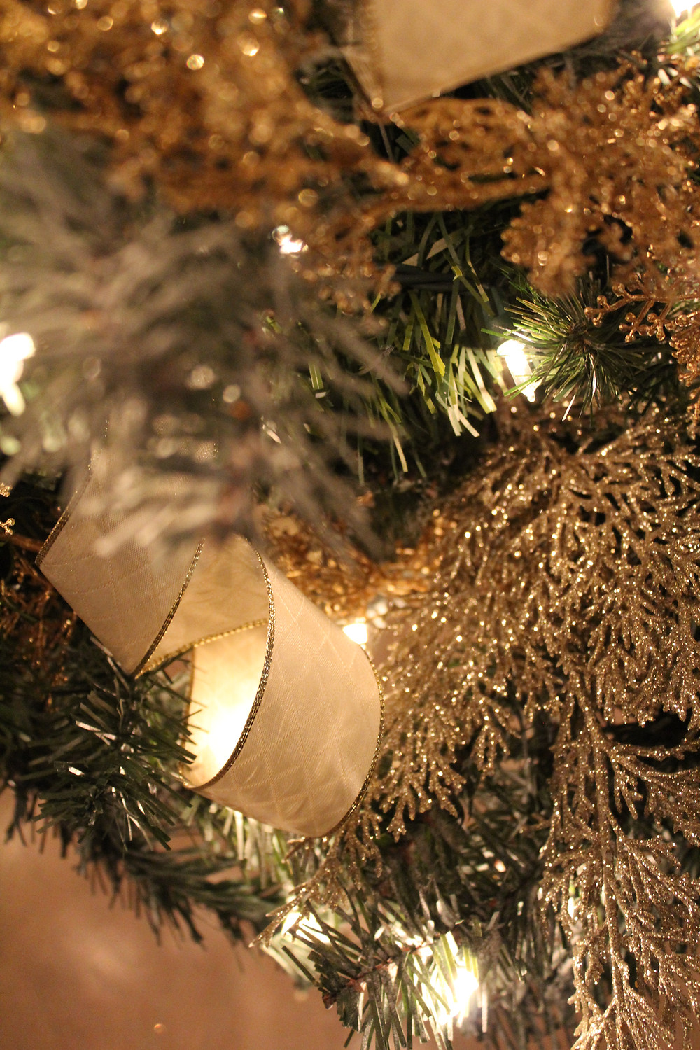 8 Money Saving Tips For Holiday Decorating To Avoid Overspending. #holidayinspo #holidaydecorating #christmasdecor