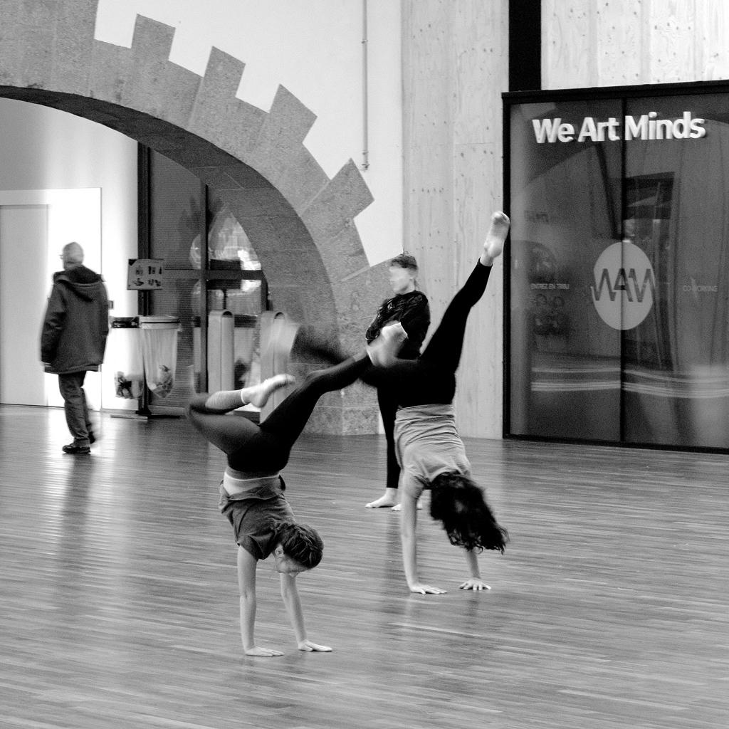 WAM Dancers R Theuillon