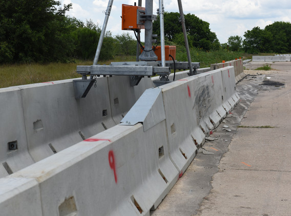 Barrier Mounted Sign - Downstream