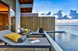 Platinum overwater pool villa terraza