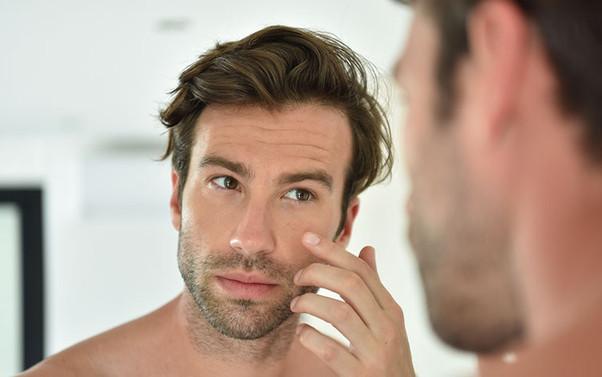 """Pesquisa aponta que o câncer de pele é considerado """"mais comum"""" entre homens gays e bissexuais"""