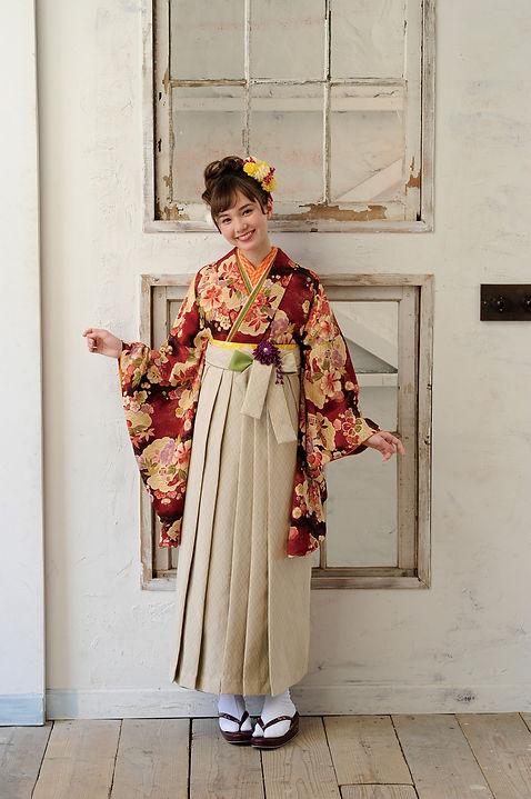 モデル着用の袴もございます。