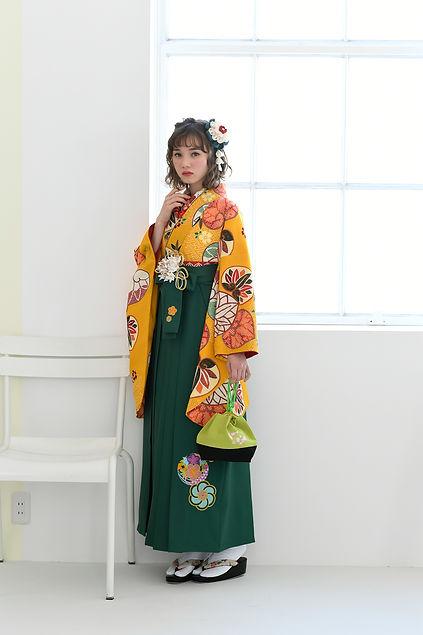 紅型調の個性的な袴も数多く取り揃えております。