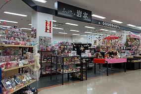 敦賀店はレンタル件数が嶺南でナンバー1。一流スタイリストが在籍しています。