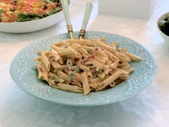 creamy prosciutto + pea + penne pasta salad