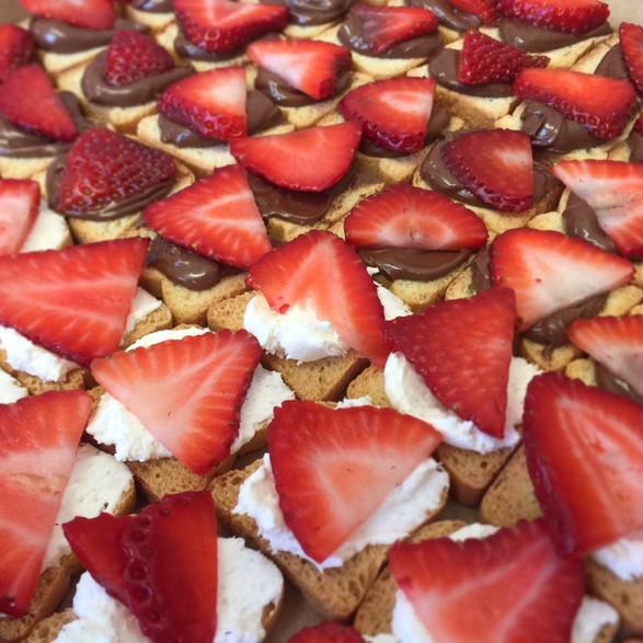 strawberry + nutella/sweet cream canape