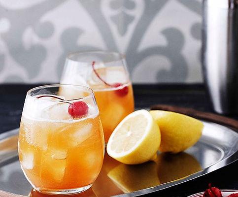 0412GT-signature-drink-amaretto-sour-628