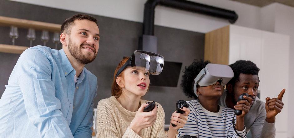 Gruppo di persone con VR Headset