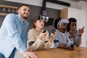 Groupe de personnes avec casque VR