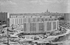 Construction of the round residential building at Nezhinskaya Street, Moscow, USSR, 1972