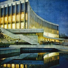 """Ukraine"" Palace of Arts in Kiev. Built in 1965-1970. Architects: Evgenia Marinchenko and Peter Zhilitsky. Photo by Nikolai Kozlovsky, 1974"